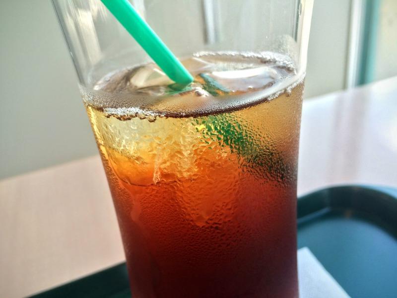 冷たい無糖紅茶