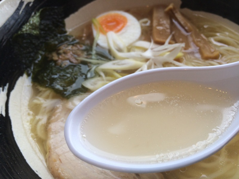 いい感じに透き通ったスープ