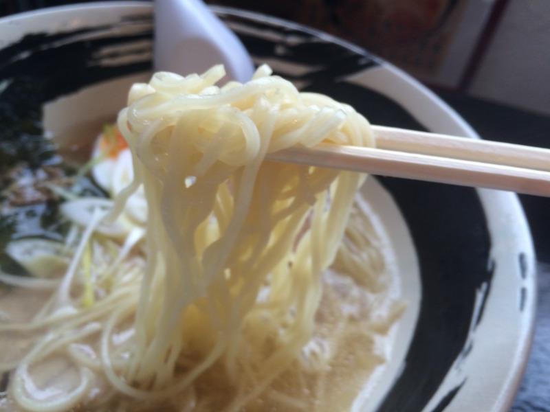 ストレートな細麺