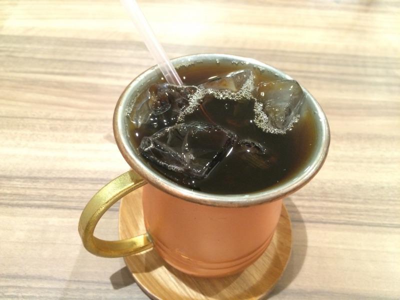 氷が溶けて冷たくなるまで待てば、アイスコーヒーの完成です