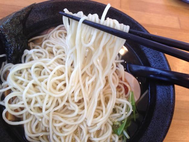 まるきたラーメンの白い麺