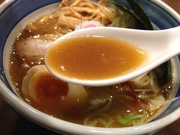 麦家らーめんは濃厚魚介豚骨スープ