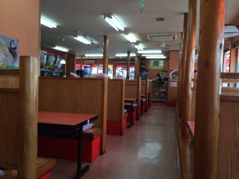 まだ客が一人もいない店内