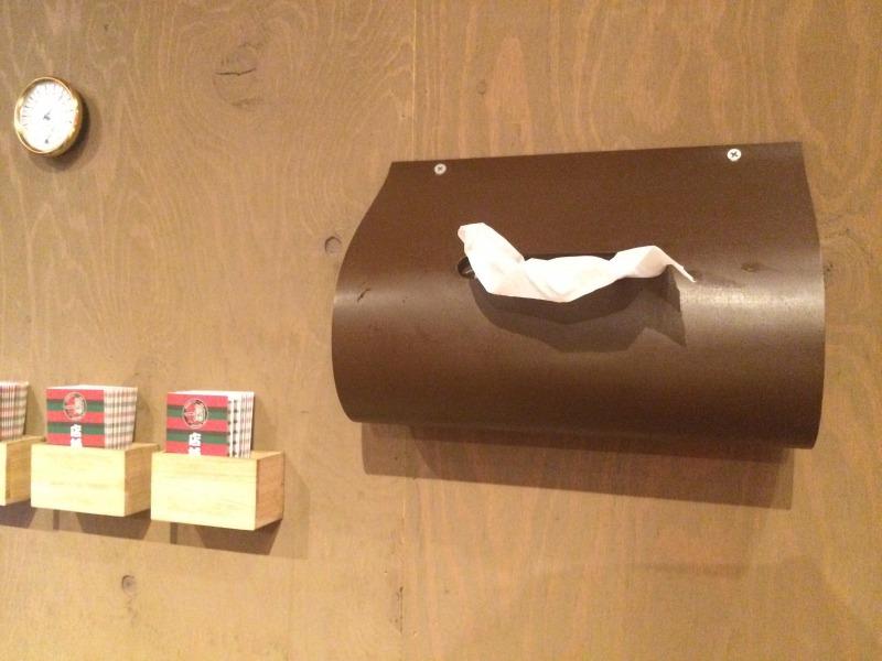 壁に設置されたティッシュペーパー