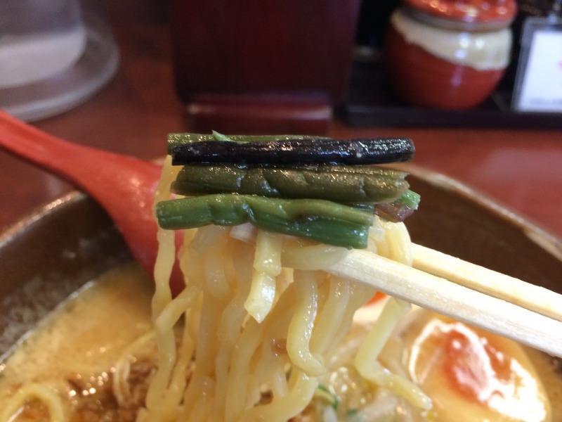 山菜と伴に麺を食す