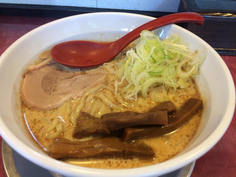供された瞬間の「らー麺」