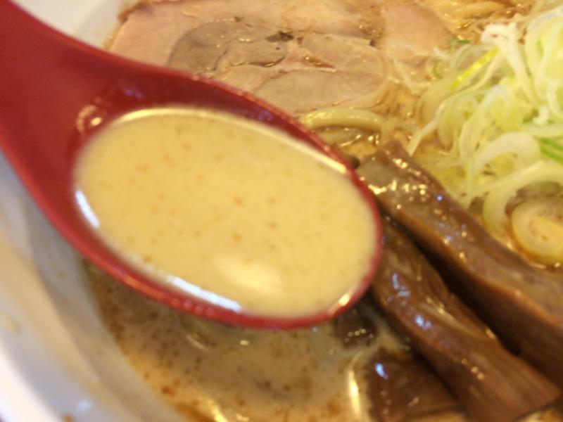 濃厚魚介とんこつスープ