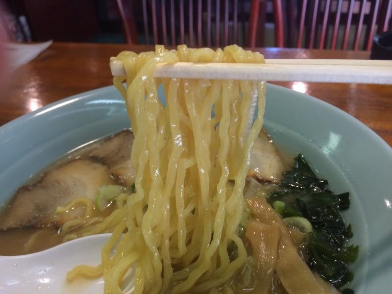 かん水多めのちぢれ麺