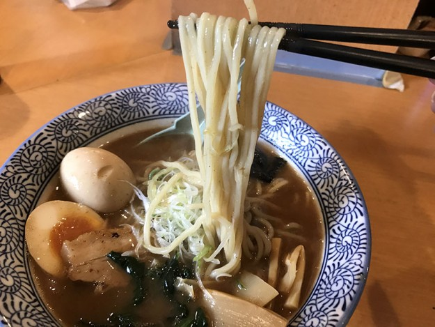 丸太麺が激アツっ!!