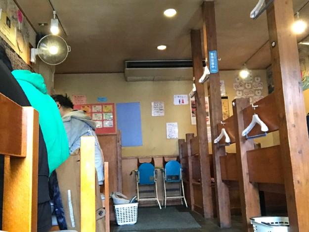 麺屋青山の店内