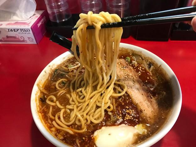 麺は丸みのある太麺