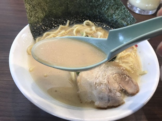 透明度なしの白濁スープ