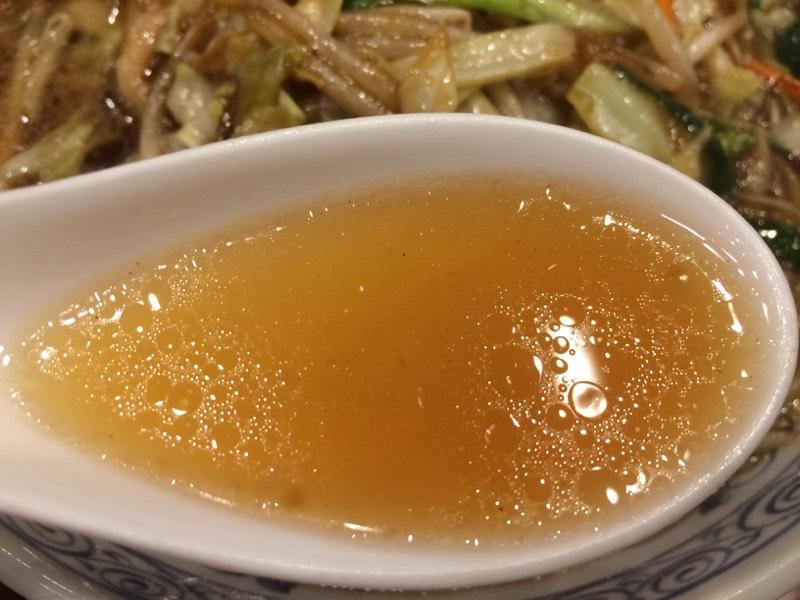 薄めながら油の旨味香るスープ