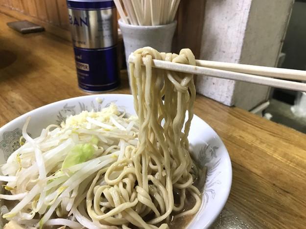 麺は太麺ですな