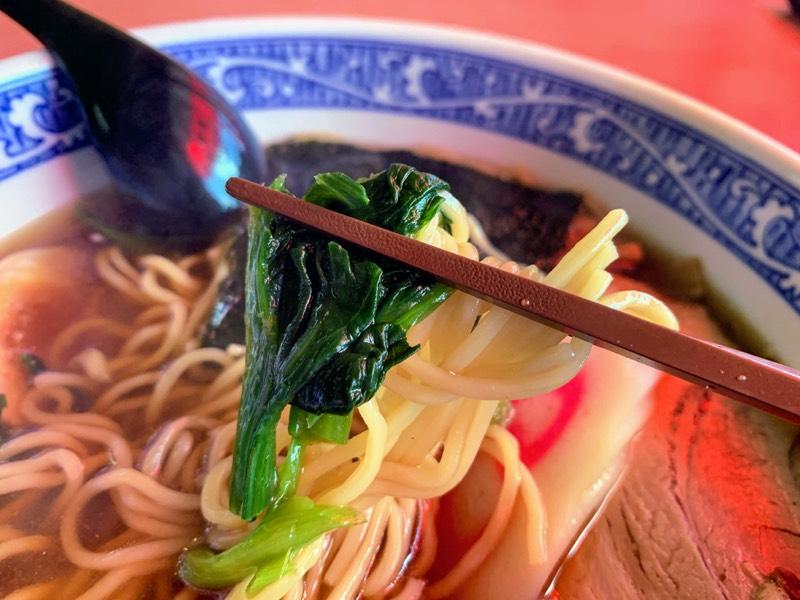 青菜(ほうれん草?)と一緒に