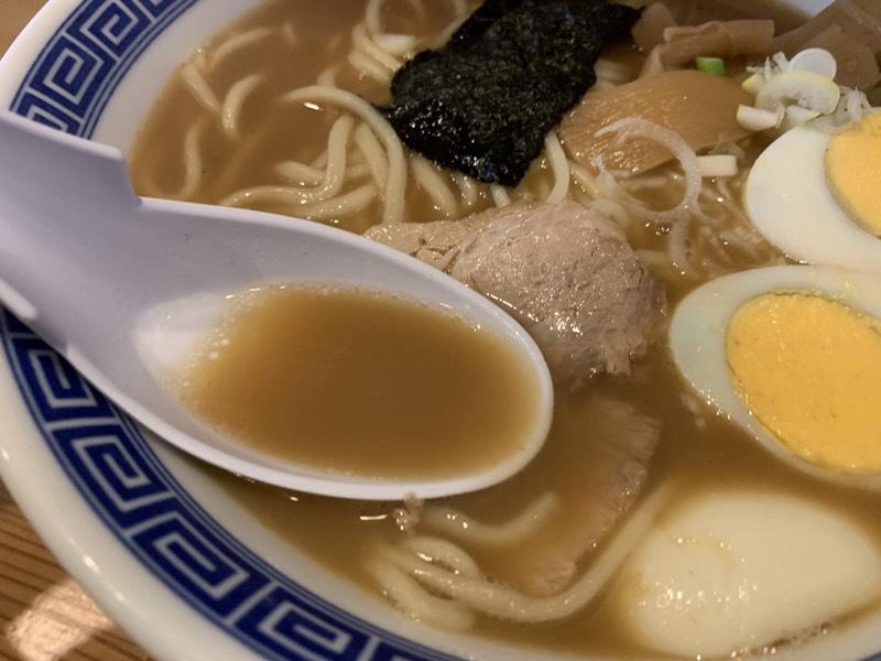 香る豚骨魚介スープがたまりません