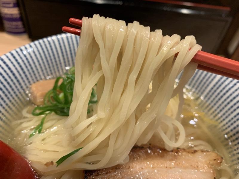 白さ際立つストレート麺彡