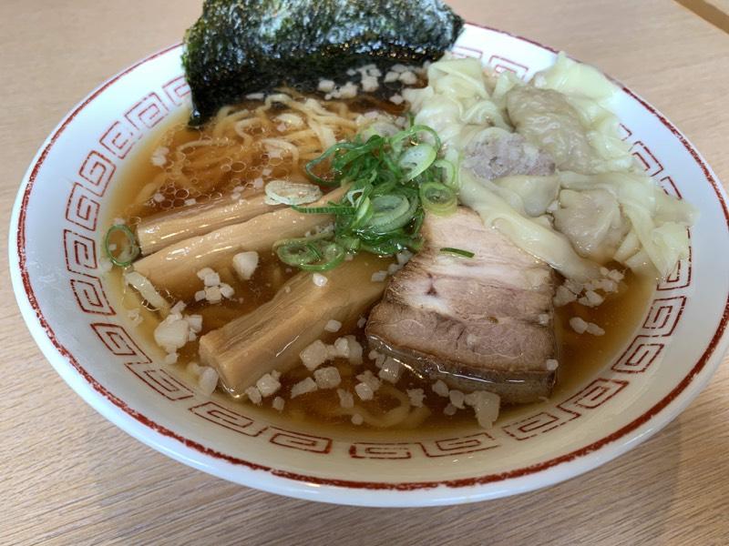 提供された「肉ワンタン麺(醤油)」