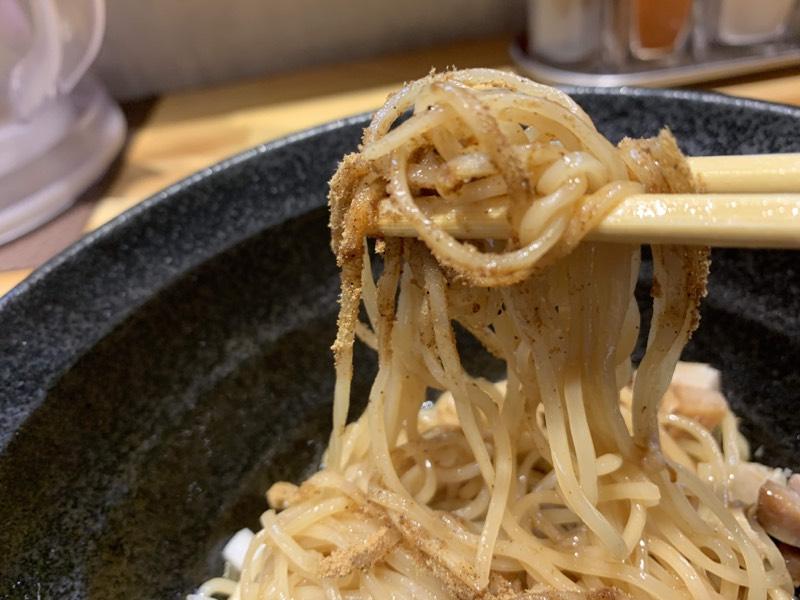 まずはそのまま食します、魚粉の風味がスッと抜けていきます。美味!