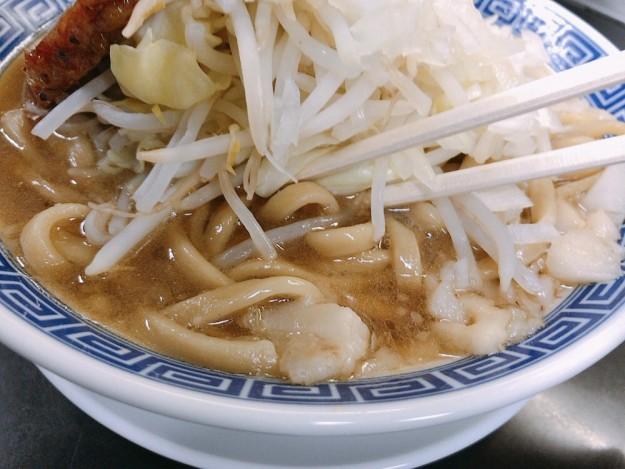 麺がワシワシ〜