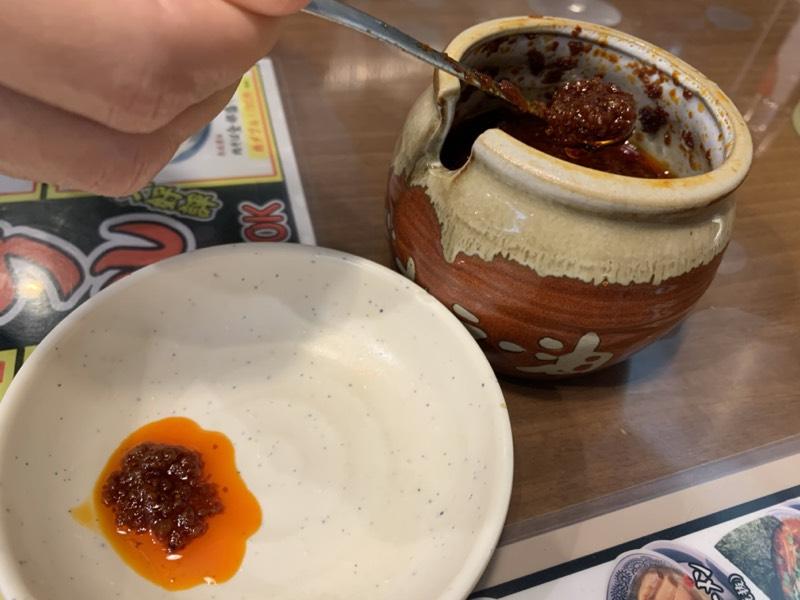 どろだれラー油を小皿に。ワタクシはスルー
