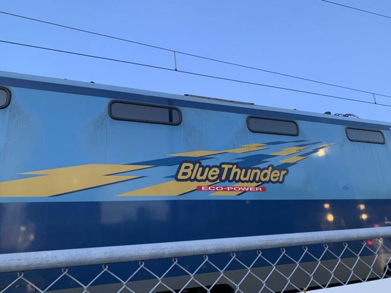 ブルーサンダーとは、鉄道好きやちびっこに人気の貨物列車だそうです!かっこいい!!!